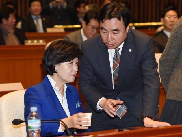 더불어민주당은 27일 검찰이 박근혜 전 대통령에 대한 구속영장 청구 방침을 밝힌 데 대해