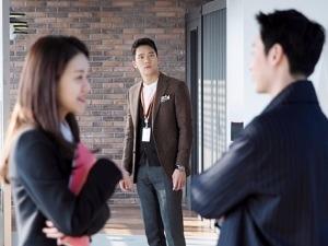 '자체발광 오피스' 고아성·김동욱 만남 지켜본 하석진 반응이…