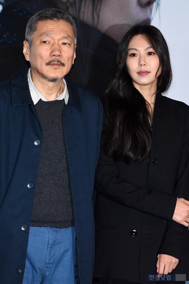 홍상수-김민희, '오늘부터 공식 커플'