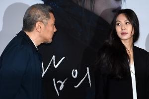 홍상수-김민희, '눈빛만 봐도 통하는 사이'