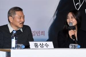 미소 짓는 홍상수 김민희 커플