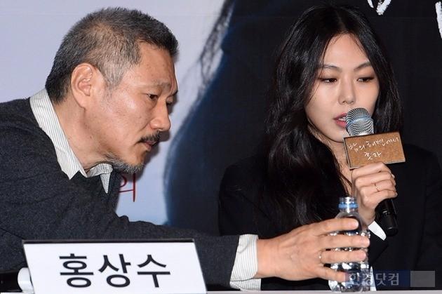 홍상수 감독과 영화배우 김민희가 9개월 만에 침묵을 깨고 13일 두 사람의 관계에 대해
