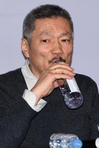 [HEI포토] 홍상수, '목이 탄다'