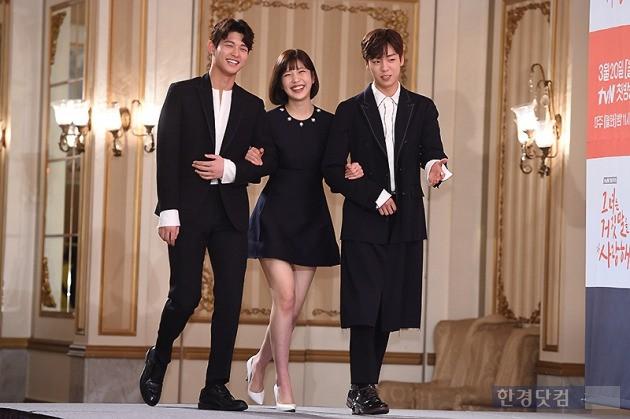 tvN 그녀는 거짓말을 너무 사랑해 제작발표회에 참석한 이서원-레드벨벳 조이-이현우, 사진/ 변성현 기자 byun84@hankyung.com