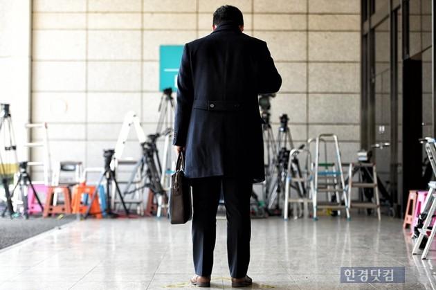 박근혜 전 대통령 소환조사를 앞둔 16일 오후 서울 서초동 중앙지방검찰청에 포토라인이 설치되어 있다. / 최혁 한경닷컴 기자 chokob@hankyung.com
