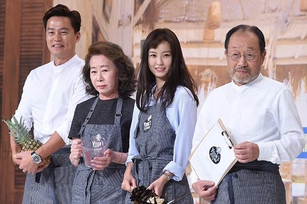 tvN 윤식당 제작발표회에 참석한 배우 이서진(왼쪽부터), 윤여정, 정유미, 신구 사진/ 변성현 기자 byun84@hankyung.com