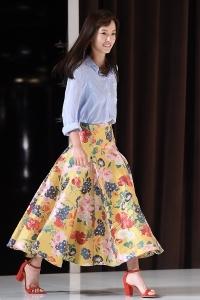 정유미, '꽃무늬 치마 입은 봄처녀~'