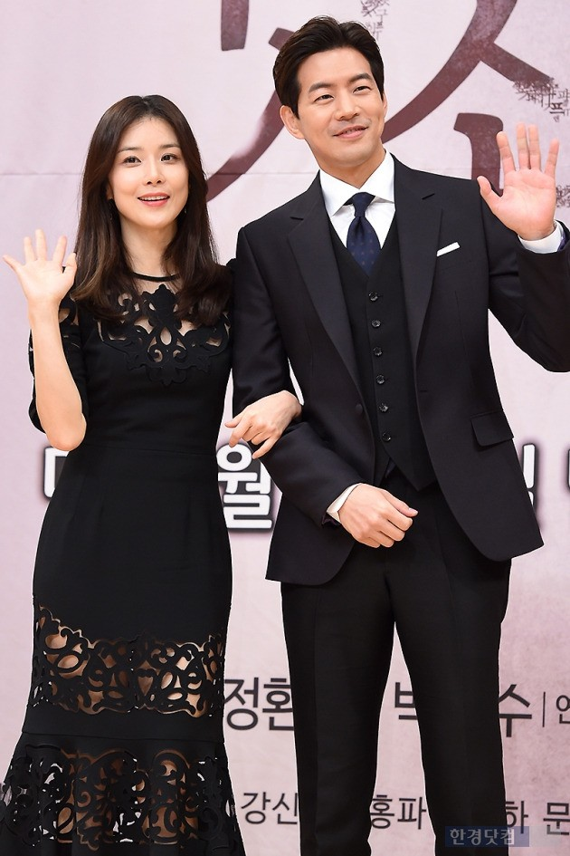 SBS 귓속말 제작발표회에 참석한 이보영(왼쪽부터), 이상윤, 사진/ 변성현 기자 byun84@hankyung.com