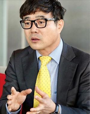 """홍병진 대표는 """"'엠케어'는 스마트 기기를 통해 예약부터 보험청구까지 개인 의료에 관한 모든 서비스가 가능하다""""고 말했다. 김범준 기자 bjk07@hankyung.com"""