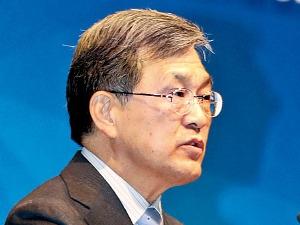 이재용 부재·정치권 태클…3년 추진한 '삼성 지주사' 길을 잃다