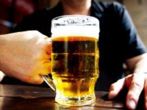 맥주를 섞어 마시면 빨리 취할까?