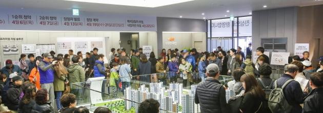 'e편한세상 양주신도시3차' 모델하우스에는 3일 동안 1만5천여명이 방문한 것으로 집계됐다.<사진제공=대림산업>