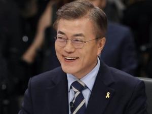 """문재인 """"유승민, 내 정책본부장과 말해라"""" 발언 사과"""