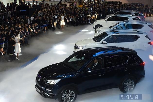 지난달 30일 열린 서울모터쇼 프레스데이에서 세계 최초로 공개된 쌍용자동차 대형 스포츠유틸리티차량(SUV) G4 렉스턴. 최혁 기자