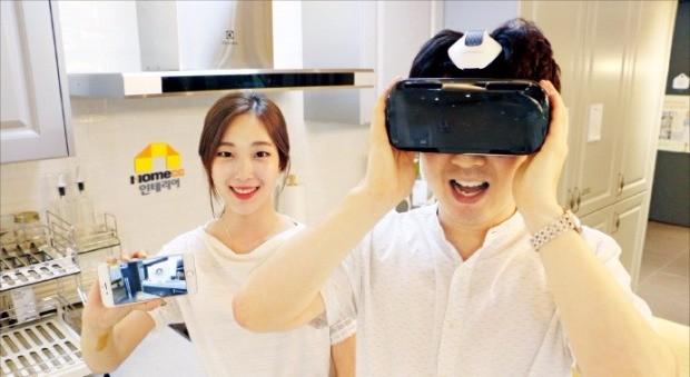 홈씨씨인테리어가 제공하는 '360도 VR(가상현실) 쇼룸'에서 인테리어 패키지가 적용된 거주공간을 가상으로 만나볼 수 있다. KCC 제공