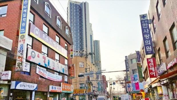 최고 50층 높이 개발이 가능한 서울 성수동 성수전략정비구역. 뒤쪽으로 다음달 입주하는 47층 높이 트리마제 아파트가 보인다. 설지연 기자
