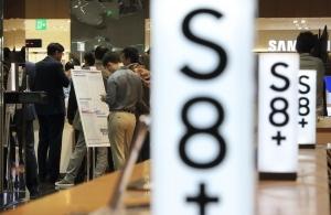 갤S8 정식 출시일 '차분'…사전개통에 따른 신풍속도