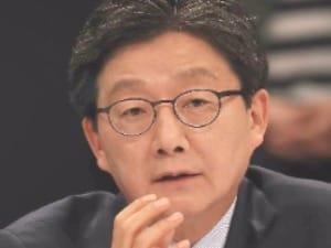 """유승민 """"3년 육아휴직·칼퇴근·최저임금 1만원""""…공약집 발표"""