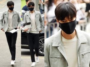 강남구청 들썩…'군인' 이민호의 첫 출근길
