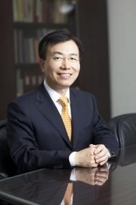 김석수 동서식품 회장, 25억 주식 기부