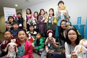 대우건설, 임직원 가족과 '유니세프 인형 만들기' 봉사활동 실시