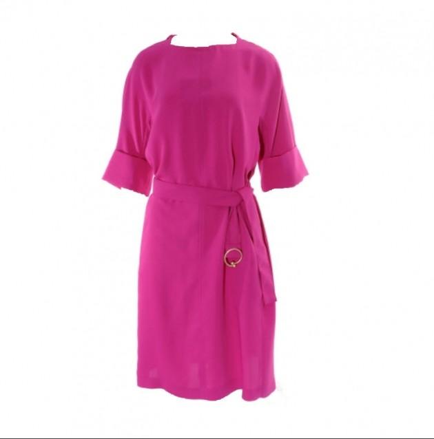지고트 루즈핏 원피스 화사한 색상의 루즈핏 원피스로 폴리에스터 재질이라 구김걱정없이 편안하게 입기 좋다. 17만원대.