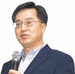 """文 대통령 """"김동연, 서민 어려움 공감할 수 있는 분"""""""
