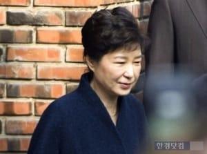 朴 전 대통령측, 이재용 재판기록 검토 연기 요청…'편견 우려'