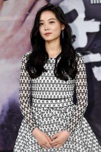 윤소희, '우아한 흑발 매력 뽐내며'