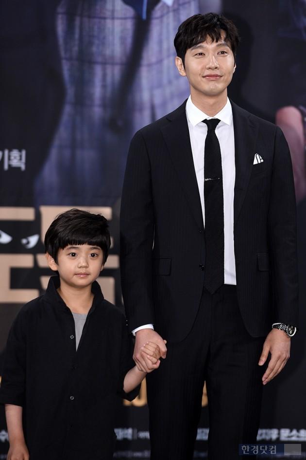 배우 지현우, 김강훈 / 사진=최혁 기자