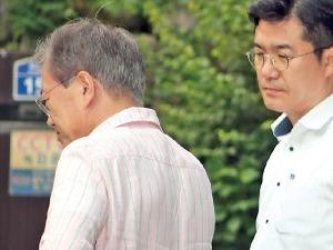 안보실장 임명한 날 북한 도발…휴가 떠난 문재인 대통령, 8분 만에 첫 보고 받아