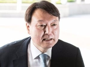 """'강골' 윤석열 중앙지검장 첫 출근…""""잘 수행하게 도와달라"""""""