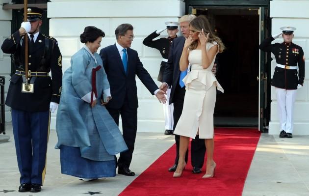 문재인대통령, 트럼프 대통령과 첫 만남(사진 허문찬 기자)
