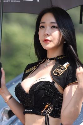레이싱모델 엄지아, '감탄을 부르는 인형 미모'