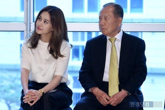 가수 아이비, 김동호 전 부산국제영화제 이사장 / 사진=최혁 기자