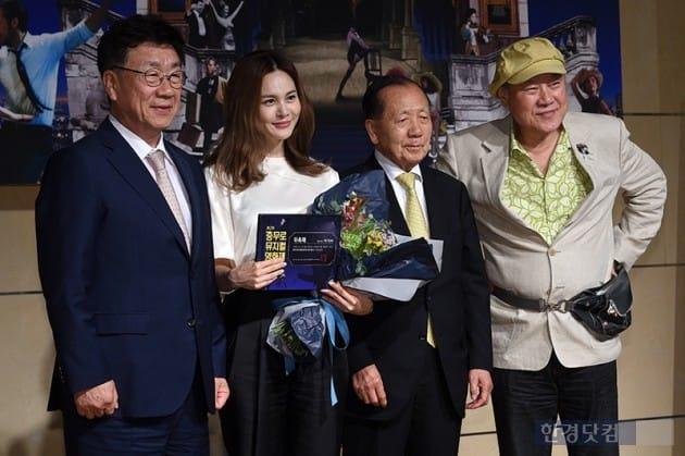 김승업 조직위원장(왼쪽부터), 홍보대사 아이비, 김동호 자문위원장, 이장호 공동조직위원 / 사진=최혁 기자