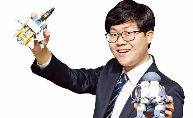 1000억 인수제의 거절하고…김범수 품에 안긴 이 남자 | | 한경닷컴