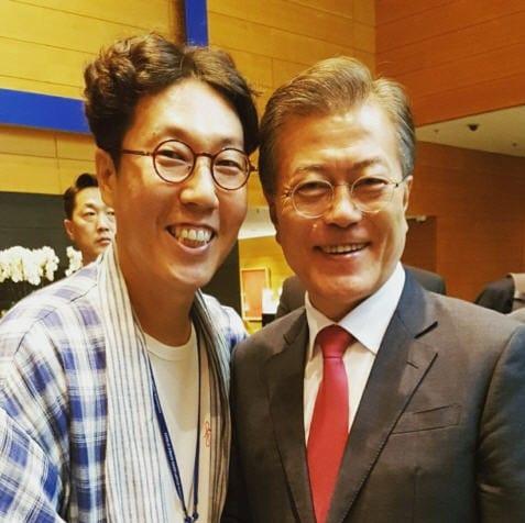 김영철이 공개한 문재인 대통령과의 인증샷 (출처=김영철 인스타그램)