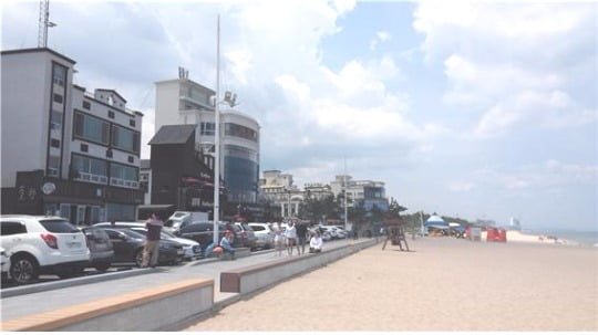 사진은 커피거리로 유명한 강원도 '안목해변' 바다 조망이 뛰어나 고객의 발길이 끊임없다