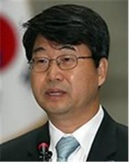 신고리원전 공론화위원장에 김지형 전 대법관.