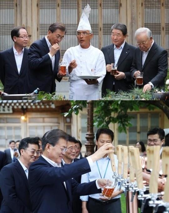 문재인 대통령이 기업인들과 호프미팅에서 세븐브로이 맥주와 황태절임 등을 시식하고 있다. /사진=청와대