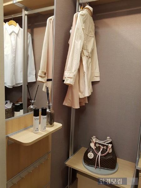 3가지 옵션을 선택할 수 있는 드레스룸. 전형진 기자