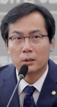 국회 국방위원장인 김영우 바른정당 의원(사진=김영우 의원 트위터)