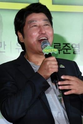 송강호, '팬들 만나 기분 좋은 표정~'
