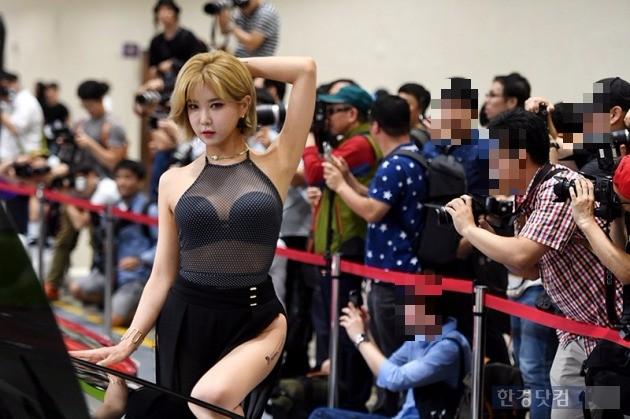 2017서울오토살롱 레이싱모델 허윤미 / 사진=최혁 기자