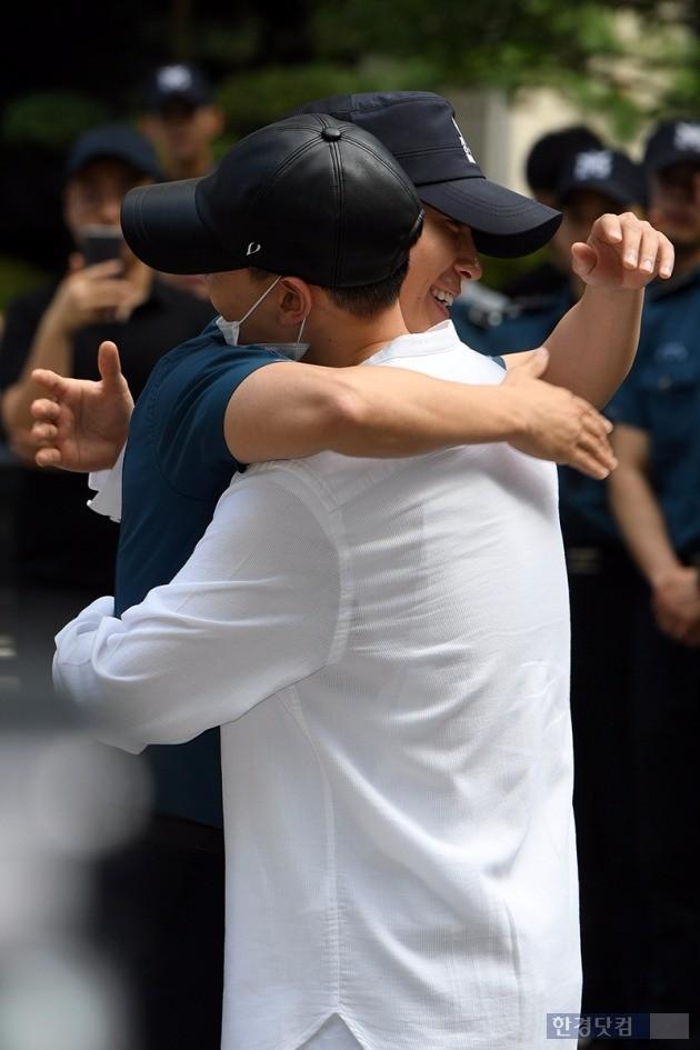 동해-은혁, '진짜사나이들의 뜨거운 포옹'