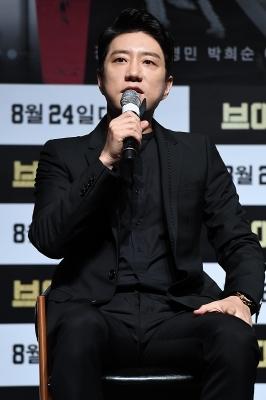'연기 본좌' 김명민, '브이아이피' 촬영장서 욕만 한 사연