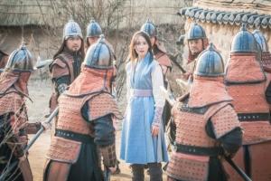 '왕은 사랑한다' 임윤아, 관군에 포위된 채 '추포 위기'