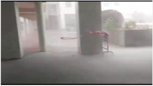 마카오에 상륙해 강한 비바람을 뿌리고 있는 태풍 파카. 출처-유튜브캡쳐