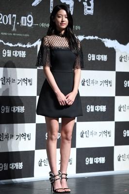설현, '블랙 원피스 입고 우아하게~'